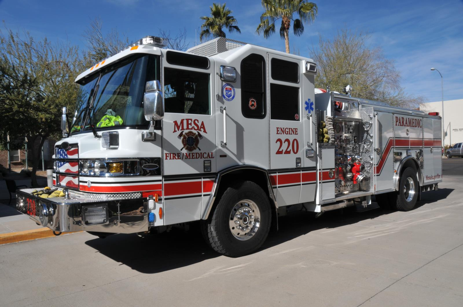 Fire medical city of mesa all engines and ladders are constant staffed with a captain engineer and two firefighters of which two are paramedics als and two are emts bls fandeluxe Gallery